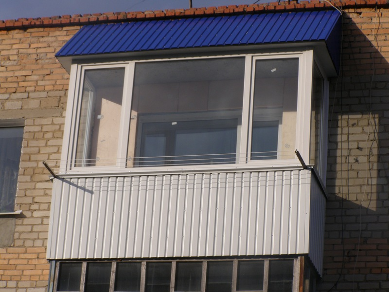 Отделка балкона профнастилом снаружи