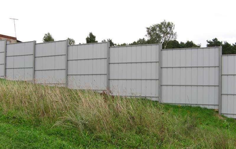 Забор из профлиста своими руками под уклон